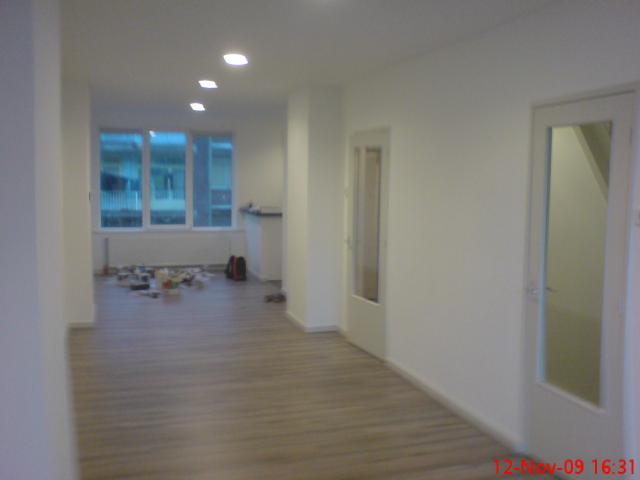 de woonkamer bijna 13 mtr ! lang richting keuken, nw plafonds ...